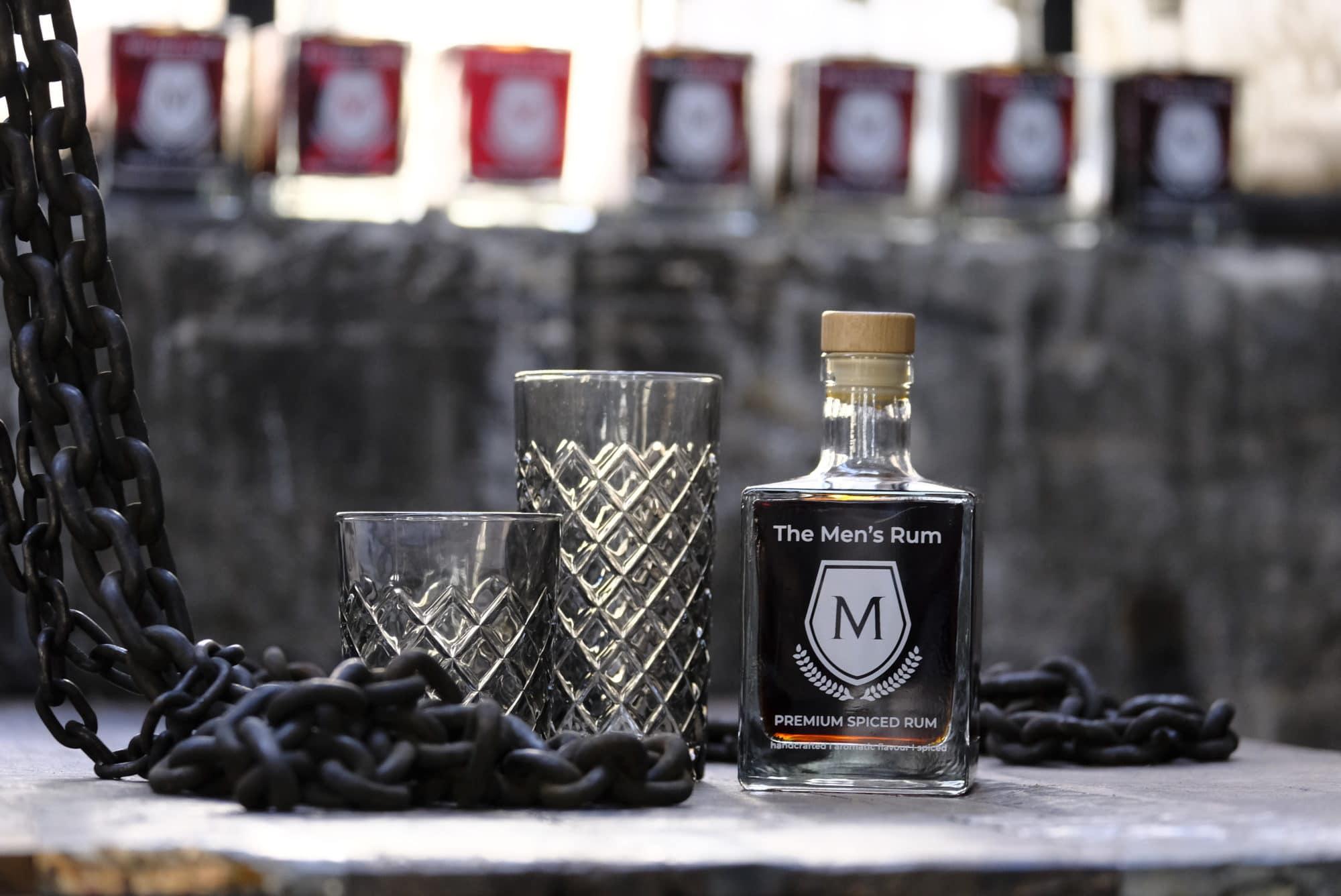 Shooting HenningAreal Rum mit Glas und Kette